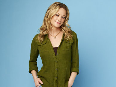 What character is portrayed by actress Teri Polo?