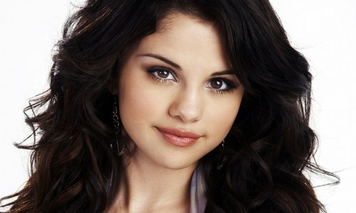 What time was Selena Gomez born?