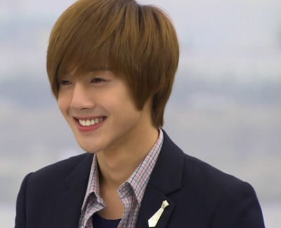 Who is the actor who plays Yoon Ji Hoo (윤지후)?