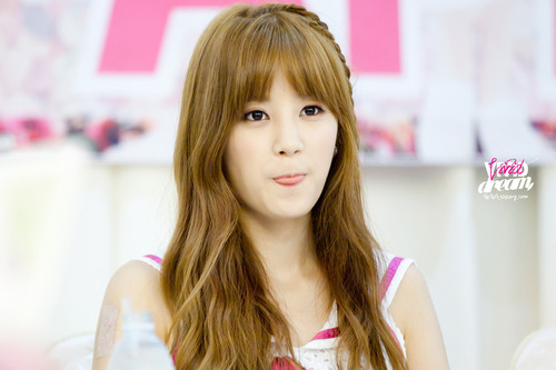 Who is are a fan of Chorong?