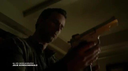 What type of gun was Chris Argent going to use on Jennifer/Julie?