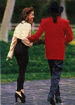 What साल was this चित्र taken of Michael and first wife, Lisa Marie Presley at Neverland