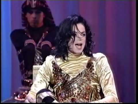 "A live performance of ""Remember The Time"" at the Soul Train música Awards back in 1993"