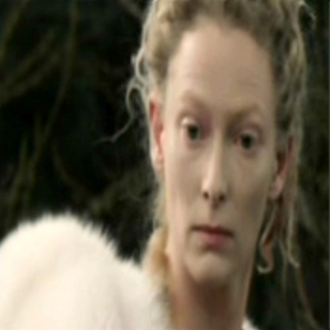 When Jadis turned the Fox to stone what hand was her wand in?