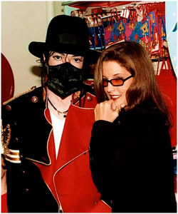 What 년 was this photograph taken of Michael and Lisa Marie