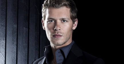 Who is the actor that portrays Klaus?