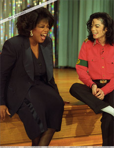 What سال did Oprah Winfrey interview Michael Jackson