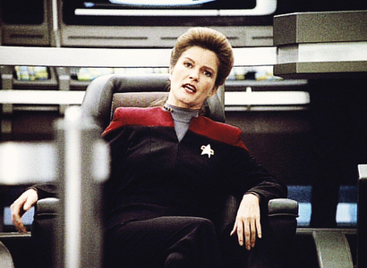 How old was Kate Mulgrew when she made ngôi sao Trek: Voyager?