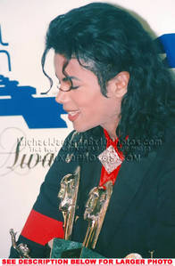 This photograph of Michael was taken backstage at the 1989 Soul Train 音楽 Awards