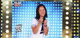 Song Ji Hyo loves to dance..What type or idol song that she dance along??