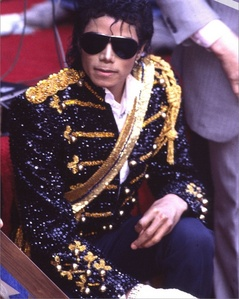 What 年 did Michael receive his 星, つ星 on the Hollywood Walk Of Fame