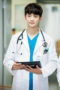 What role Minho play in his new drama 'Medical haut, retour au début Team'?