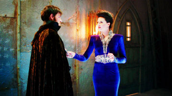 """2x09 """"Queen of Hearts"""",  Regina offers to help Hook and take him with her to a new land without magic, where he will be able to kill Rumple, but in return he has to..."""