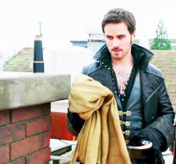 "2x11 ""The Outsider"", when Hook stole the Baelfire's shawl from Mr. Gold, why didn't he destroy it?"