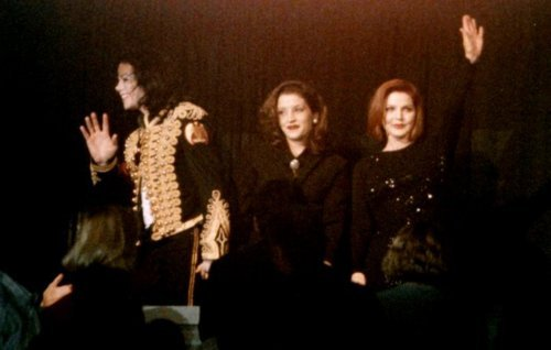 This photograph of Priscilla, daughter, Lisa Marie and former son-in-law, Michael Jackson while in attendance at tribute konzert for Elvis in Memphis, Tennessee