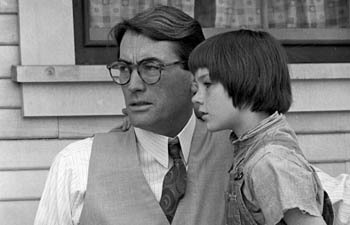 "True 또는 False: Mary Badham, who played Scout in ""To Kill A Mockingbird"", called Gregory Peck 'Atticus' throughout their lifelong friendship."