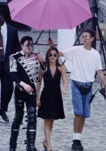 What jaar did Michael marry Lisa Marie Presley