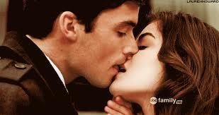 Who kissed Aria despite her being in a committed relationship with Ezra?