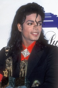 What award did MJ receive here?