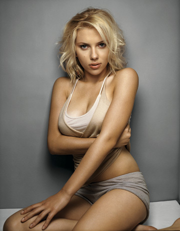 Scarlett was chosen by FHM readers as 'Sexiest woman alive' in FHM 's 100 sexiest women in the world, in what year?