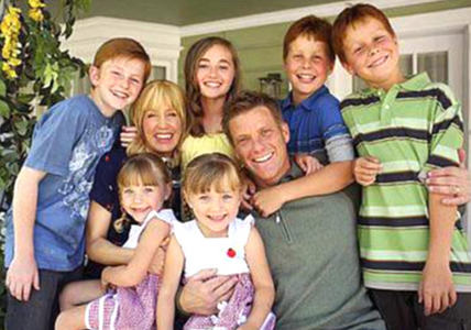 What movie does Tom tell Lynette the kids are watching in Season 1?