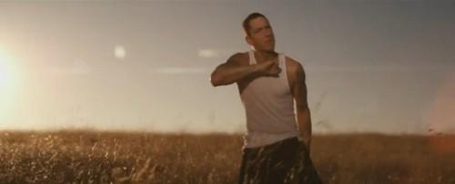 """""""Love the way you lie"""" - Eminem ft ?"""