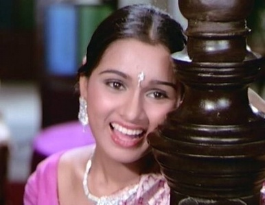 What is the name of the character portrayed bởi Padmini Kolapure in the movie Prem Rog?