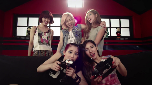 What was GLAM's debut song?