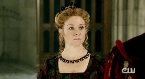 T/F Queen Catherine's the mother of Clarissa.