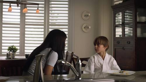 In Lost Girl S03E11 Adventures in Fae-bysitting, Kenzi was babysitting a kid in a karate gi, what color was his belt?