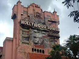 What year was the Hollywood Tower Hotel struck by lightning?