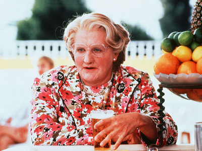 What type of frutas did Mrs. Doubtfire throw at Stu?
