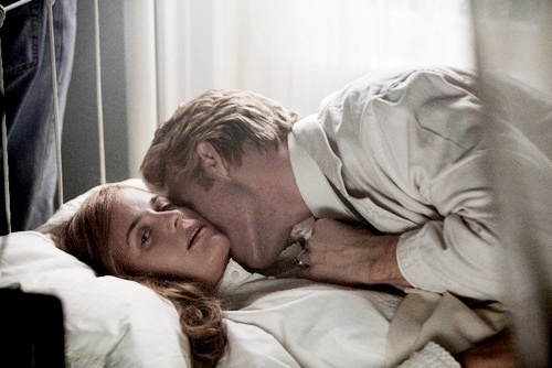 True atau False: After waking up from being Changed Esme was happy to see Carlisle again?