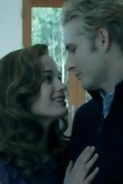 Do Esme & Carlisle halik in this scene?