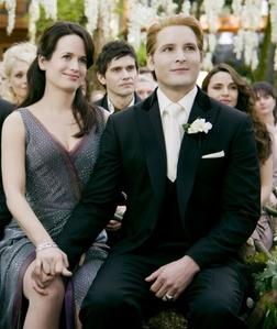 True или False: Esme & Carlisle are Bella & Edward's Wedding?