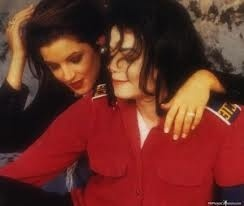 This photograph of Michael and first wife, Lisa Marie Presley, was taken sejak Dick Zimmerman back in 1994