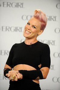 In an interview, P!nk revealed that there was a $.................. price on Willow's head, for her first picture.