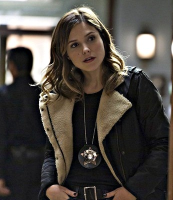 Who plays Erin Lindsay?