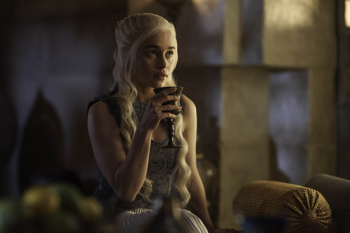 Who is Daenerys talking to in this picture?