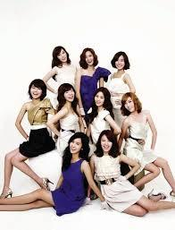When did SNSD debuted in Japan?