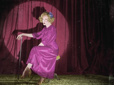 AHS Freak Show: How did Elsa lose her legs?