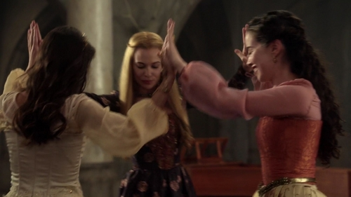 What were the girls doing at the beginning of 2x09?