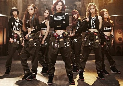 What was SONAMOO's debut stage?