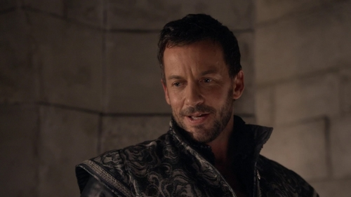"Which girl does Narcisse baciare in ""Sins of the Past"" (2x13)?"