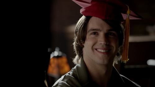 What does Damon hide in Jeremy's graduation cap as a present to him?