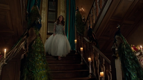 "Whose dress is this one that Kenna wears in ""Forbidden"" (2x15)?"