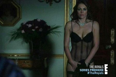 In 1x02 we find out that Queen Helena has an affair with: