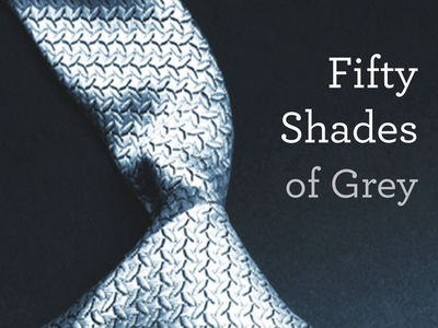 When E L James was writing fan fiction, what was her online handle?
