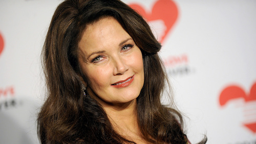 What سال was Lynda Carter born?