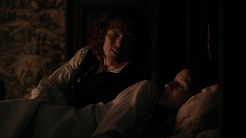 "Which animal does Claire compare Jamie with, when he arrives drunk to their room in ""Lallybroch"" (1x12)?"